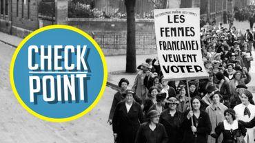 Des femmes manifestent pour leur droit de vote au mois de mai 1936 lors des grandes grèves qui ont marqué le gouvernement du Front populaire en 1936.