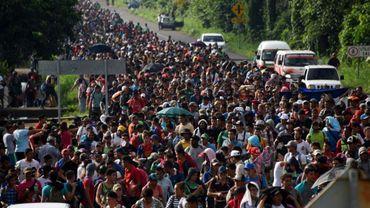 Des migrants venant du Honduras avancent en caravane vers les Etats-Unis, le 21 octobre 2018 à Ciudad Hidalgo, au Mexique