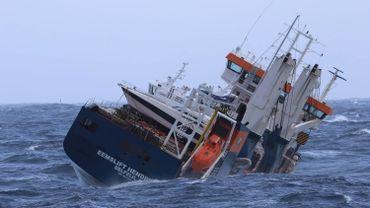 Le remorquage du cargo néerlandais à la dérive est reporté à jeudi