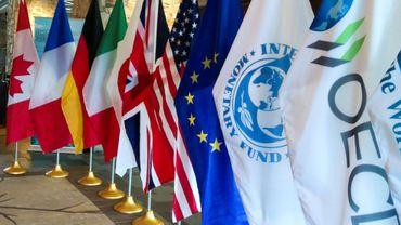Une rangée de drapeaux au sommet du G7 Finances, le 1er juin 2018 à Whistler, au Canada