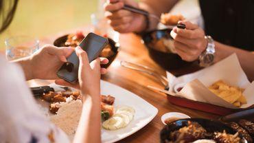 """Mettez votre smartphone en """" mode table """""""