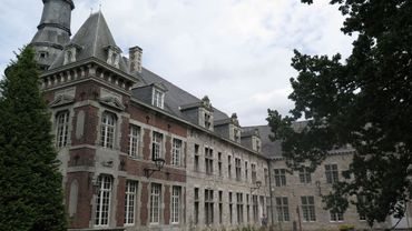 Une fois la domiciliation actée par la commune de Montigny-le-Tilleul, celle de Fontaine-l'Evêque a écarté l'édile socialiste de ses fonctions.