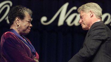 Maya Angelou et Bill Clinton en 2000