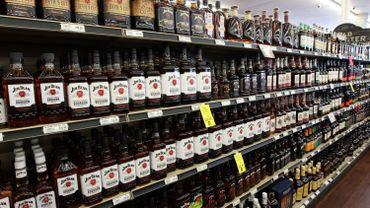 Tabac, jeans, bourbon: la liste des produits américains ciblés par les nouvelles taxes européennes