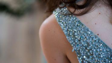 Mode : la robe courte qui scintille.