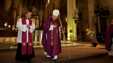 L'archevêque de Malines-Bruxelles André-Joseph Léonard a fait ses adieux aux fidèles malinois lors d'une célébration de remerciement dimanche à la cathédrale Saint-Rombaut de Malines.