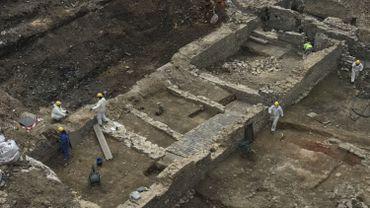 Les entrepôts qui bordent le quartier et s'adossent à la muraille moyenâgeuse sont la découverte inattendue de ces fouilles