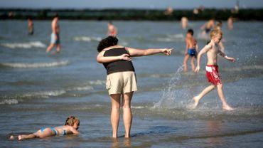 Knokke suggère un dresscode aux touristes: finis les maillots dans la rue