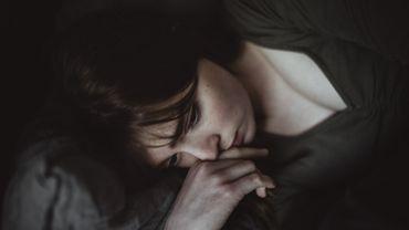 Sommeil, anxiété : les femmes auraient plus souffert du confinement que les hommes.