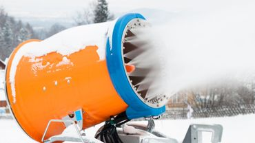 Aux Deux Alpes, des canons à neige sur le glacier, une première