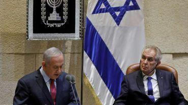 Le président tchèque Milos Zeman écoute le Premier ministre israélien Benjamin Netanyahu s'adressant au Parlement à Jérusalem le 26 novembre 2018