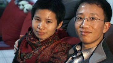 Le dissident chinois Hu Jia et sa femme Zeng Jinyan, chez eux, à Pékin, le 9 janvier 2007