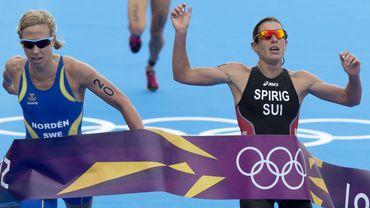 Lisa Norden (à gauche) et Nicola Spirig ont terminé le triathlon des JO de Londres quasiment ensemble