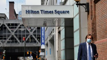 Malgré un coup de pouce du gouvernement fédéral, notamment via des prêts destinés aux petites entreprises, quelque 200 des 700 hôtels new-yorkais sont actuellement fermés.