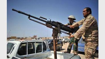 Des rebelles libyens près de Ragdalin, lors de combats contre des pro-Kadhafi, le 28 août 2011