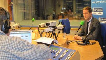 Paul Magnette, invité de Matin Première sur la RTBF, critique l'attitude de la Commission européenne vis à vis de la Belgique