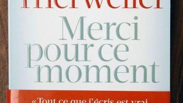 """""""Merci pour ce moment"""" de Valérie Trierweiler est toujours numéro 1 des ventes en France"""
