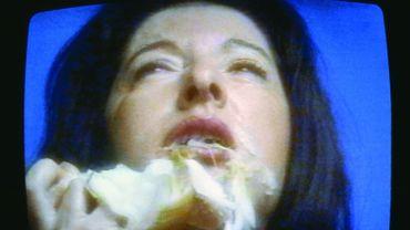 Marina Abramovic, The Onion, vidéo, 1995 © Marina Abramovic © Adagp, Paris 2014