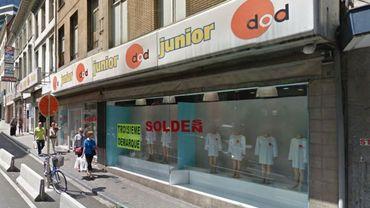 Jusqu'en 2006, Mohamed Azzouzi a d'abord été l'architecte des magasins de textile Dod.