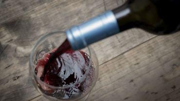 Cette taxe de 25% touche essentiellement les vins non pétillants de moins de 14 degrés d'alcool.