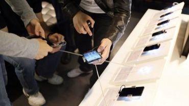 Des téléphones mobiles