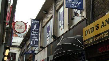 Une rue londonienne fréquentée par des prostituées