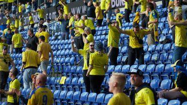 Les supporters de Brondby ont fêté le but de leur équipe en tentant de respecter la distanciation sociale