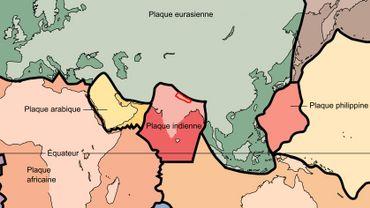 Le Népal est situé là où convergent les plaques tectoniques indienne et eurasienne.