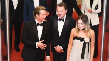 Les trois stars de la soirée étaient sous le feu des projecteurs sur le tapis rouge de la Croisette. Brad Pitt portait un costume Brioni, Leonardo DiCaprio a fait confiance à Giorgio Armani et Margot Robbie à Chanel. Cannes, le 21 mai 2019.