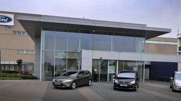 Les nouveaux modèles de Ford devant l'usine de Genk