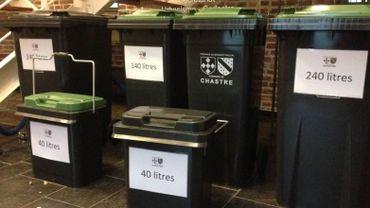 Deux conteneurs différents à Chastre, pour les déchets organiques et pour les déchets résiduels