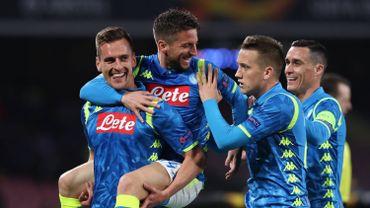 Dries Mertens célèbre un but avec ses équipiers du Napoli