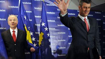 Il y a dix ans, le Président de la République (Fatmir Sejdiu, à gauche) et le Premier ministre (Hashim Thaçi, à droite) kosovars de l'époque proclamaient l'indépendance de la province serbe.