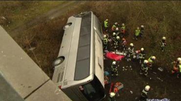 Au moins cinq morts dans l'accident d'un bus sur l'E34 à Ranst