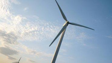 Le projet prévoit l'implantation de deux éoliennes à environ 5 kilomètres de la butte du Lion de Waterloo (illustration).