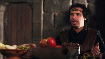 """Alexandre Astier reprendra prochainement son rôle du Roi Arthur dans """"Kaamelott: le film"""""""