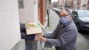 La collecte se fait à domicile à partir d'une cinquantaine de livres mais peut également déposer les dons directement auprès de l'entreprise.