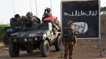 Des soldats français sur la route conduisant à Bourem, le 11 février 2013 à Gao, dans le nord du Mali