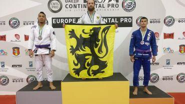 Maarten Bauwens sur le podium des championnats d'Europe de jiu-jitsu