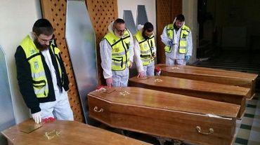 Les cercuils des des quatre juifs tués à Paris, le 12 janvier 2015 à Paris avant leur départ pour Israël