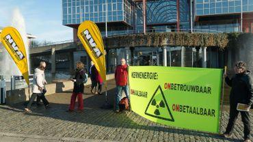 Des militants antinucléaires protestent au congrès de la N-VA