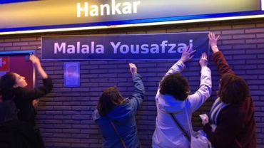 Hankar devient Malala Yousafzai, militante pakistanaise des droits des femmes.