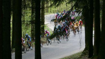 Le peloton du Tour d'Italie 2006 en route vers Hotton