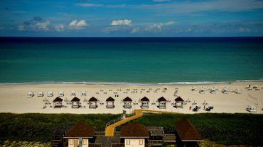 Le voyageur belge sera patient avant d'éventuellement se promener sur cette plage, à Cuba.