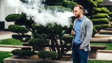 700.000 fumeurs quotidiens ont arrêté grâce à la cigarette électronique (France).