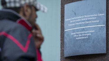 Coronavirus: L'Office des étrangers libère 300 sans-papiers