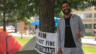 Jonathan Kubben vient de passer 8 jours à camper devant l'entreprise canadienne Reitmans pour récupérer la paternité sur sa marque au Canada.