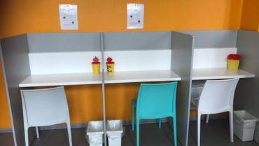 Des postes d'injection, dans la salle de consommation de Strasbourg, en France.