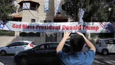 """""""Donald Trump fait l'histoire"""", a déclaré Benjamin Netanyahu avant d'appeler les 32 ambassadeurs étrangers venus pour l'occasion à eux aussi déménager dans la ville sainte."""