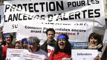 Manifestation devant le tribunal de Luxembourg au premier jour du procès du lanceur d'alerte Antoine Deltour